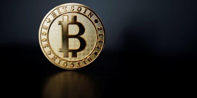 Precio de bitcoin cae 15%