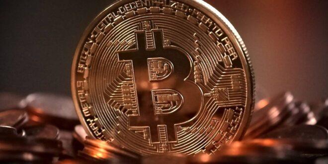 Bitcoin cayó el jueves hasta un 6,7%, a 50.440,17 dólares, ya que el interés de los inversores minoristas cayó y el mercado de opciones provocó la volatilidad.